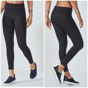 Fabletics Black Seamless Legging